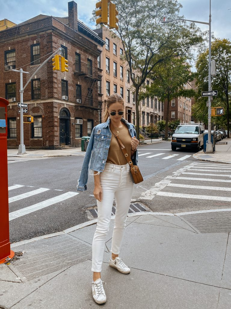 white sneakers white jeans outfit