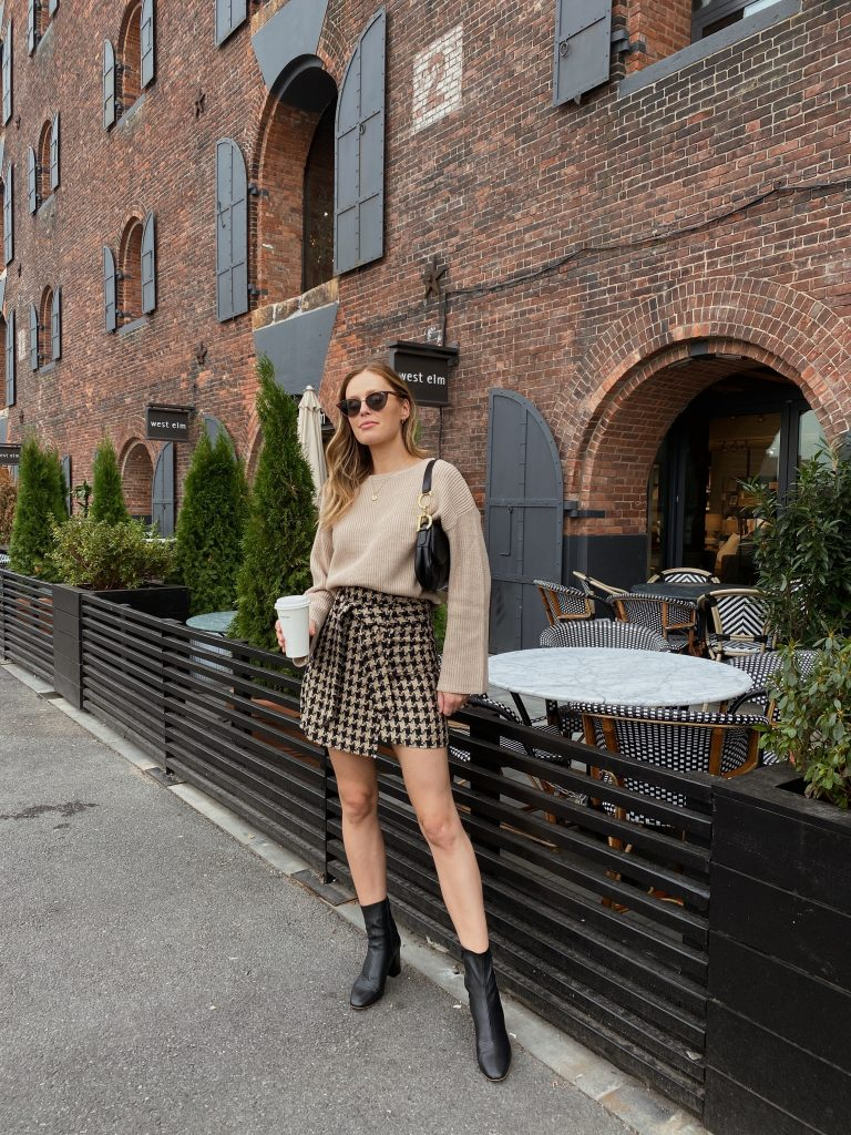 how to wear mini skirts during autumn