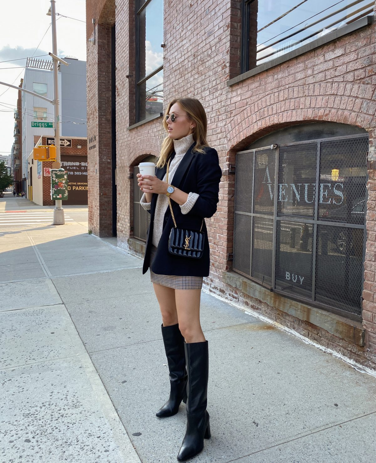 how to style a mini skirt during fall